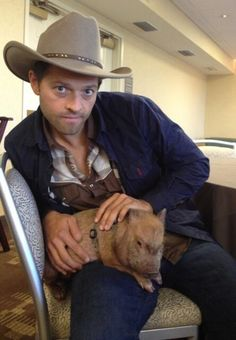 Misha and the #DallasCon2013 pig