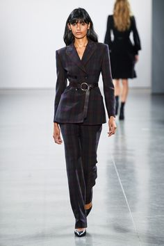 Elie Tahari Fall 2019 Ready-to-Wear Fashion Show - Vogue Elie Tahari, Vogue Paris, Black Shearling Coat, Suits For Women, Women Wear, Cozy Fashion, Fashion Fall, Fashion Women, Fashion Outfits