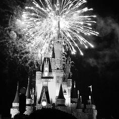 """#HalloWishes #fireworks #waltdisneyworld #wdw #cinderellacastle #magickingdom"""