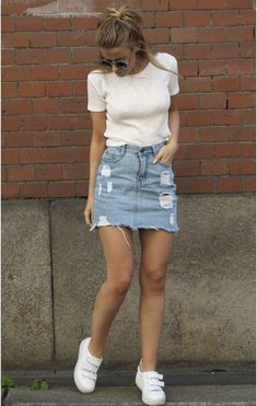 32 Awesome Ideas To Pair Mini Skirt Outfits For Summer - Perhaps you have been taking a gander at the mini skirt sensation and remaining as far from it as could reasonably be expected, or possibly you are mo. Cute Casual Outfits, Chic Outfits, Summer Outfits, Teen Fashion Outfits, Look Fashion, Ripped Denim Skirts, Denim Mini Skirt, Jugend Mode Outfits, Denim Skirt Outfits