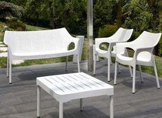 OLIMPO, sofa de UPPER PANAMA. Ideal para hogar y oficina.  Asiento de polipropileno reciclable tejido con motivos reforzado con fibra de vidrio. Piernas de aluminio con la cubierta tejida del polipropileno del patrón. Apilable.