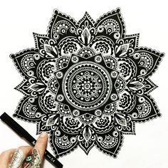 tattoo - mandala - art - design - line - henna - hand - back - sketch - doodle - girl - tat - tats - ink - inked - buddha - spirit - rose - symetric - etnic - inspired - design - sketch Mandala Design, Mandala Art, Mandala Tattoo Back, Mandala Meditation, Mandala Doodle, Mandala Drawing, Mandala Pattern, Doodle Art, Mehandi Designs Images