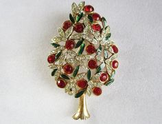 A vintage Christmas tree pin from Sphinx circa 1960s or there abouts. Sphinx has been in business since the late 1940.s This piece is simply numbered