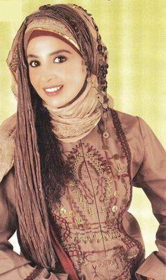 egyptian actress, she looks as beautiful with hijab. Islamic Fashion, Muslim Fashion, Hijab Fashion, Fashion Outfits, Muslim Girls, Muslim Women, Egyptian Actress, Hijab Tutorial, Hijab Chic