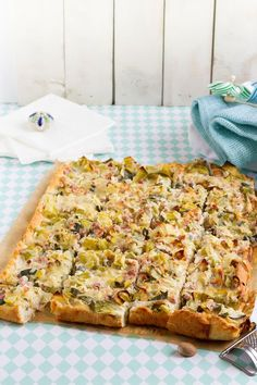 Lauchkuchen mit Speck & Käse I Leek, Bacon & Cheese Quiche I haseimglueck.de Leek Cake with Bacon & Cheese… , Bacon And Cheese Quiche, Leek Quiche, Baking Recipes, Snack Recipes, Snacks Ideas, Pizza Recipes, German Baking, Lard, Party Finger Foods