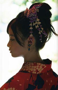 asian girl, japanese girl, and kimono image Japanese Beauty, Asian Beauty, Pretty People, Beautiful People, Asian Girl, Asian Woman, Figure Poses, Art Japonais, Cute Japanese Girl