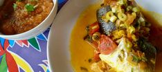 Receta de Moqueca capixaba. Estofado brasileño de pescado Tostadas, Thai Red Curry, Ethnic Recipes, Food, Fish Stew, Whitefish, Stew, Dishes, Brazilian Cuisine