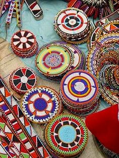 Using Art and Crafts in African Decor African Beads, African Jewelry, Kenya, Tanzania, Estilo Tribal, Afrique Art, African Interior, Art Tribal, African Crafts