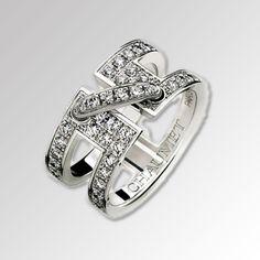 CHAUMET(ショーメ)のジュエリー https://ureruyo.com/houseki/brand-jewelry/chaumet/ ショーメは1780年にフランスで誕生した老舗ジュエリーブランド。ナポレオンが婚礼のために宝飾品を注文したという逸話を持ち、古くから王族貴族に愛されているブランドです。