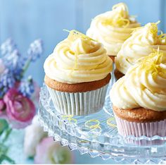 These pretty, light cupcakes ...♥♥... flavoured with Earl Grey tea and topped with a zingy lemon icing, will be loved by all your guests.