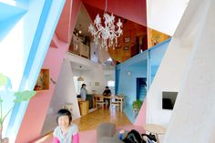 This is a renovation project of single-family house, originally used as a typical two-story apartment-house with eight small rental units in the suburban area of Tokyo, Japan. More than half of the units of this old wooden apartment were empty, therefo...