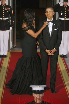 Michelle-Obama-China-State-Dinner-Fashion-Vera-Wang-Tom-Lorenzo-Site (1)