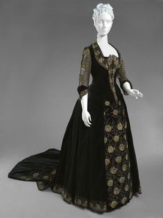 """1885 French Dress (dinner bodice shown) at the Philadelphia Museum of Art, Philadelphia - Curator comments: """"It was common practice at the time for good dressmakers to provide their clients with two bodices for each dress: one with long sleeves for informal evening wear and a low-necked, sleeveless version for more formal events."""""""