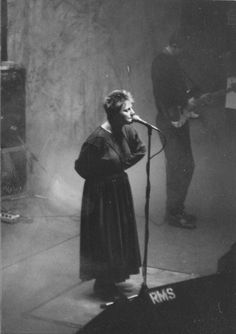 Awwww my favorite Cocteau Twins! Pearly Dew Drops Drop is one of my favs! Music Pics, Music Artwork, Music Images, My Music, Cocteau Twins, Goth Bands, Women In Music, Punk Goth, Post Punk