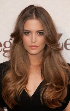 Clara Alonso Photos - Spanish model Clara Alonso attends 'GQ Elegant Men of the Year' Awards 2011 at the Italian Embassy on June 2011 in Madrid, Spain. - Celebrities Attend 'GQ Elegant Men of the Year' Awards 2011 Natural Hair Wigs, Natural Hair Styles, Long Hair Styles, Soft Natural Makeup, Trendy Haircut, Haircut Men, Gq, Layered Hair With Bangs, Long Layered Hair