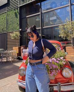 Carpenter jeans #aesthetic #outfits #ootd #style #fashion #streetwearfashion #styleblogger #fashionstyle #fashionblogger Fashion Blogger Style, Carpenter, Streetwear Fashion, Ideas Para, Mom Jeans, Ootd, Photo And Video, Fitness, Pants