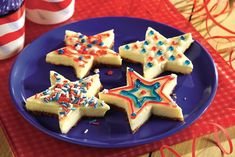 Cut out these rich cheesecake bars with a star-shaped cookie cutter then decorate with icing and sprinkles for luscious patriotic treats. I made little hearts for Valentine's Day. Best Cheesecake, Classic Cheesecake, Easy Cheesecake Recipes, Dessert Recipes, Desserts, Caramel Cheesecake, Cookie Balls Recipe, Cookie Cups, Cookie Cutters