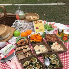 Picnic Dinner, Picnic Date, Craving Coffee, Spicy Steak, Colorful Drinks, Cafe Food, Strawberry Banana, Food Themes, Recipes From Heaven