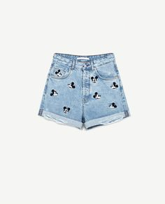 We always get excited over a new Disney release at Zara. These Zara Mickey Mouse shorts are everything a Disney Style fangirl needs for summer. Ripped Shorts, Plaid Shorts, Ripped Denim, High Waisted Shorts, Low Waist Jeans, Jeans Slim, Disney Shorts, Disney Outfits, Blue Jeans