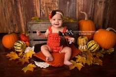 Halloween Baby Pictures, Photo Halloween, Baby First Halloween, Fall Baby Pictures, Baby Girl Photos, Fall Photos, Baby Girl Photography, Cute Photography, Autumn Photography