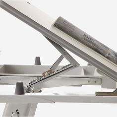 El diseño del panel de frontal, el ángulo de Inclinación de Siete Segmentos (0-45 grados), Ajustar el ángulo del escritorio ¿es mas conveniente Para Una Variedad de Condiciones de Trabajo.