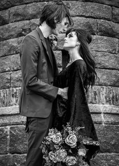 Find dark romance in this moody gothic inspired wedding. Unique and unusual ideas for your makeup, cake, outfit, flowers and jewellery - photography - model model - MUA - flowers - leather jacket - cake - jewellery Wedding Unique, Gothic Wedding, Wedding Ideas, Makeup Yourself, Wedding Inspiration, Romance, Leather Jacket, Hand Painted, Jewellery