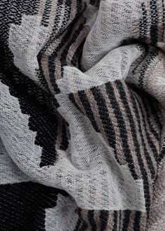 Textured scarf -  Woman | MANGO United Kingdom