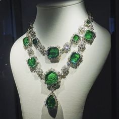 Deep Green: leading the upcoming Magnificent Jewels and Noble Jewels auction at #Sothebys Geneva is also this magnificent emerald and diamond necklace, by @harrywinston, 1959. Estimate: $2,013,882 - 4,017,436. #SothebysJewels #GenevaJewels #auction