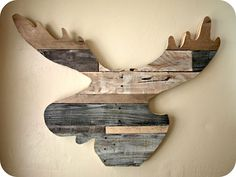 Wood Moose Head How to Build a {Reclaimed Wood Moose Head! This would look awesome in the Walsh Maine camp :)How to Build a {Reclaimed Wood Moose Head! This would look awesome in the Walsh Maine camp :) Recycler Diy, Moose Decor, Diy Recycling, Moose Head, Elk Head, Deco Nature, Reclaimed Wood Projects, Salvaged Wood, Recycled Wood