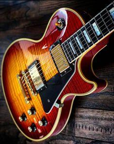 Guitar Art, Cool Guitar, Les Paul Guitars, All About Music, Gibson Guitars, Gibson Les Paul, Electric Guitars, Musical Instruments, Cool Cars