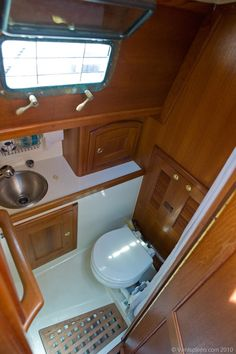 lots of bathroom storage Sailboat Living, Living On A Boat, Yacht Design, Boat Design, Sailboat Restoration, Trawler Boats, Boat Bed, Sailboat Yacht, Cruiser Boat