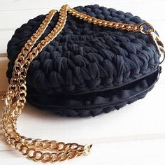 Круглая сумочка на молнии!вязала на заказ! Повтор возможен! Расцветка любая! Размер любой! #моимируками #текстильнаяпряжа #вяжудляВас #вязаныесумки #скоролето