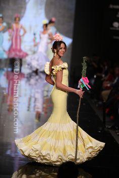 Fotografías Moda Flamenca - Simof 2014 - Sara de Benitez 'Flamên a portet' Simof 2014 - Foto 07 Flamenco Costume, Flamenco Skirt, Flamenco Dancers, Belly Dancers, Flamenco Dresses, Fashion Mode, Couture Fashion, Fashion Beauty, Costume Ethnique