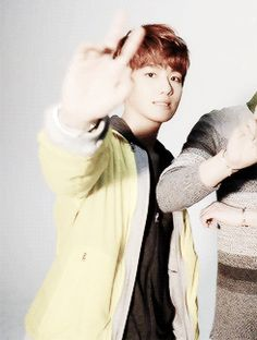 Cute Baekhyun waving his peace sign to the camera, you're just like Channie xD