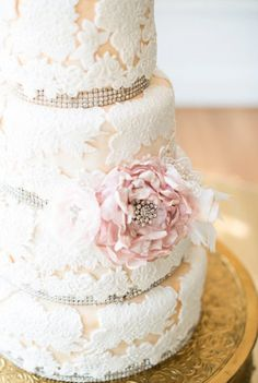 Lace Wedding Cake so pretty!