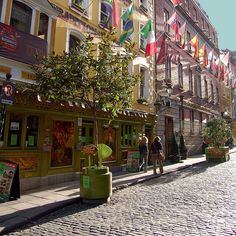 Temple Bar, Dublin- is an area on the south bank of the River Liffey in central Dublin, Ireland. Unlike the areas surrounding it, Temple Bar has preserved its medieval street pattern, with many narrow cobbled streets.
