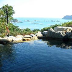 露天温泉岩風呂からは名勝橋杭岩が一望できます。