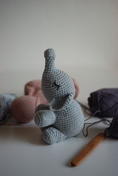 Crochet elephant ༺✿ƬⱤღ http://www.pinterest.com/teretegui/✿༻*