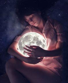 Permíteme ser la Luna  que te acaricia por las noches y siente mi amor en el silencio...    RossAmor