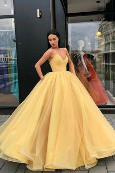 Yellow Ball Gown Sweetheart Prom Dress, Princess Floor Length Tulle Quinceanera Dresses This dress is very cheap and good quality. It can be made with custom sizes and color. Pretty Prom Dresses, Princess Prom Dresses, Trendy Dresses, Elegant Dresses, Homecoming Dresses, Dress Prom, Graduation Dresses, 15 Quinceanera Dresses, Yellow Wedding Dresses