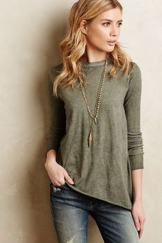 680. High-neck tee with long necklace