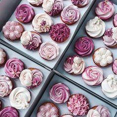 33 Ideas for cupcakes pretty valentines Pretty Cakes, Beautiful Cakes, Köstliche Desserts, Delicious Desserts, Cupcake Recipes, Dessert Recipes, Gourmet Cupcakes, Cupcakes Design, Drink Recipe Book