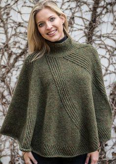 En meget smuk poncho strikket i det vidunderlige Mælkevejen mønster. Her kan der vælges mellem to længder og oven i købet