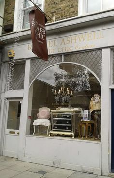 Rachel Ashwell's London Shabby Chic shop - I could live in this shop! even better inside! Shabby Chic Shops, Shabby Chic Couture, Simply Shabby Chic, Shabby Chic Style, Shabby Chic Decor, Magnolia Home Decor, Magnolia Homes, Country Living Uk, English Cottage Style