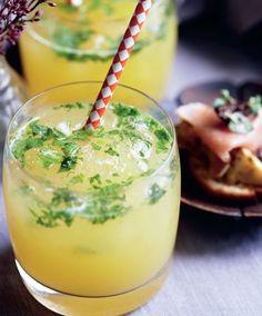 Prøv en forfriskende ananas-mojito - det er virkelig den perfekte velkomstdrink både til store og små.