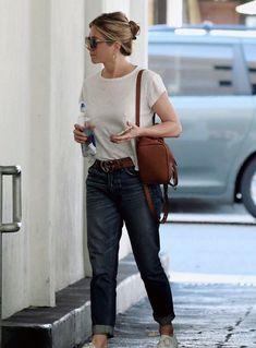 Jennifer Aniston Photos, Jennifer Aniston Style, Jenifer Aniston, Beautiful Person, Most Beautiful Women, Brad And Jen, Stylish Outfits, Spring Outfits, Street Wear