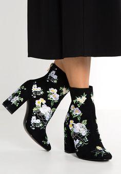Enkellaarsjes Miss Selfridge ATHENA - Korte laarzen - black Zwart: € 119,95 Bij…