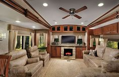 2015 Forest River Wildcat 327CK Living Room
