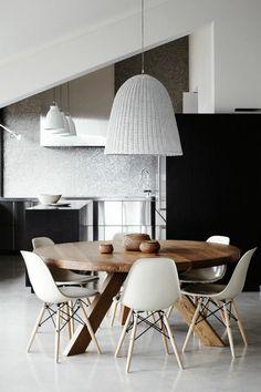 super inspirationen für zimmer - weiße lampe und hölzerner tisch