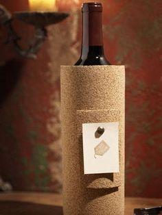 Cortiça envolve a garrafa de vinho  10 DIY Handmade Holiday Gift Wrap Ideas